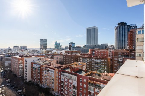 Apartment for sale in Madrid, Spain, 4 bedrooms, 298.00m2, No. 1992 – photo 23
