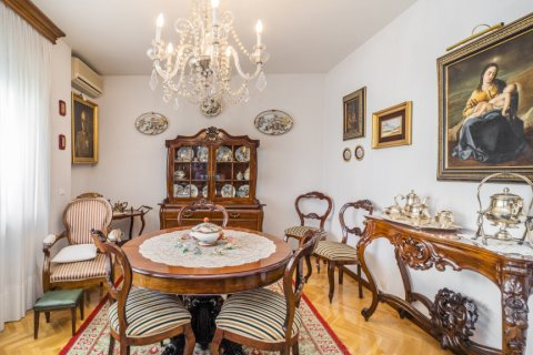 Apartment for sale in Madrid, Spain, 5 bedrooms, 181.00m2, No. 2706 – photo 11