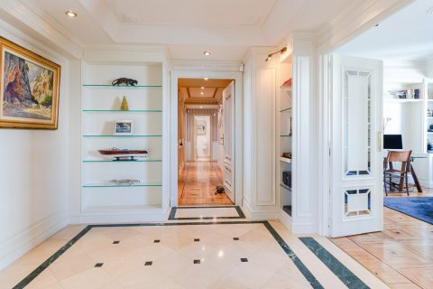 Apartment for sale in Madrid, Spain, 4 bedrooms, 298.00m2, No. 1992 – photo 1