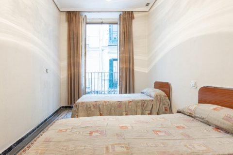 Apartment for sale in Madrid, Spain, 9 bedrooms, 215.00m2, No. 2500 – photo 14