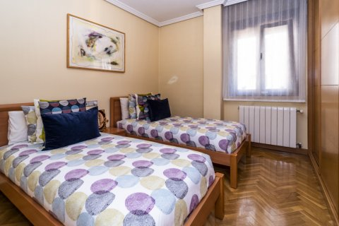Apartment for sale in Madrid, Spain, 4 bedrooms, 122.51m2, No. 2192 – photo 26