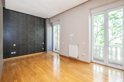 Apartment for rent in Madrid, Spain, 4 bedrooms, 190.00m2, No. 1474 – photo 25