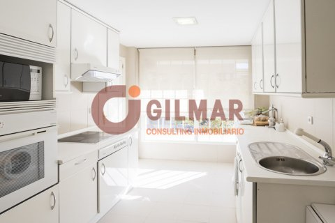 Apartment for rent in Madrid, Spain, 3 bedrooms, 127.00m2, No. 1688 – photo 5