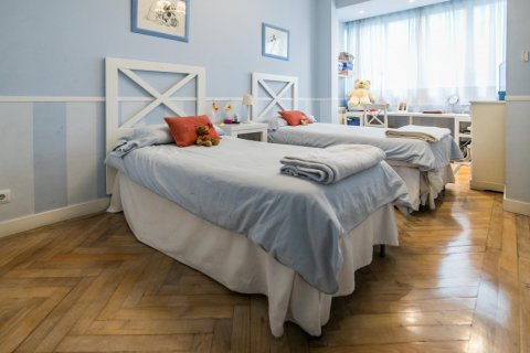 Apartment for sale in Madrid, Spain, 5 bedrooms, 236.00m2, No. 1569 – photo 13