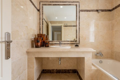 Apartment for rent in Marbella, Malaga, Spain, 2 bedrooms, 100.00m2, No. 2054 – photo 16
