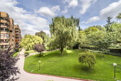 Apartment for sale in Madrid, Spain, 4 bedrooms, 200.00m2, No. 2162 – photo 10