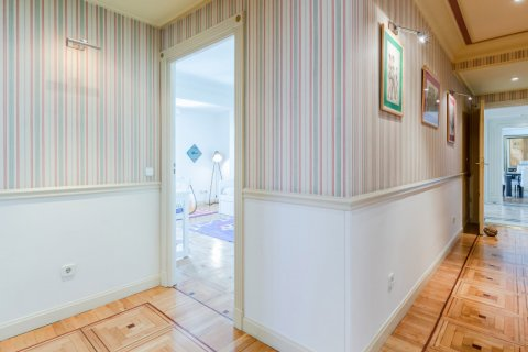 Apartment for sale in Madrid, Spain, 4 bedrooms, 298.00m2, No. 1992 – photo 14