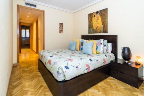 Apartment for sale in Madrid, Spain, 4 bedrooms, 122.51m2, No. 2192 – photo 22