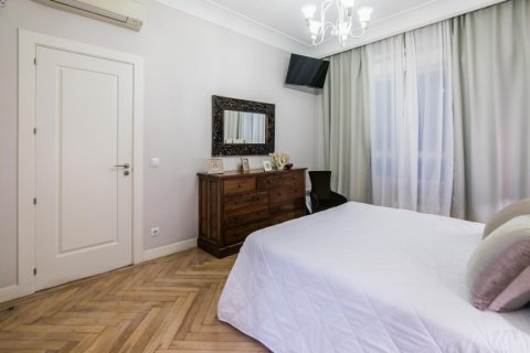 Apartment for sale in Madrid, Spain, 5 bedrooms, 236.00m2, No. 1569 – photo 27