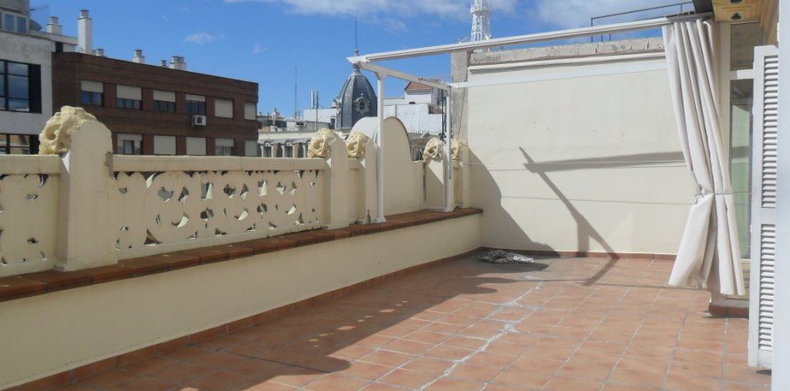Penthouse in Madrid, Spain 2 bedrooms, 100.00 sq.m. No. 1467