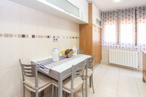Apartment for sale in Madrid, Spain, 4 bedrooms, 122.51m2, No. 2192 – photo 7