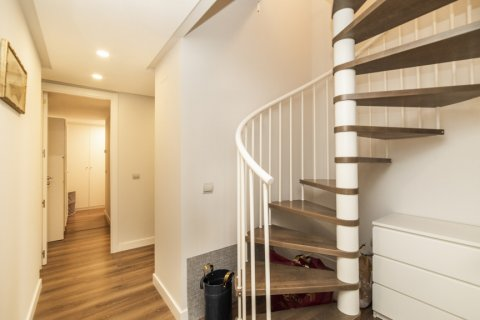 Apartment for sale in Madrid, Spain, 3 bedrooms, 150.00m2, No. 2538 – photo 17