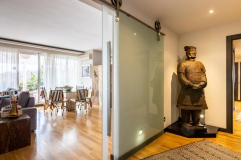 Apartment for sale in Madrid, Spain, 5 bedrooms, 201.00m2, No. 2311 – photo 11