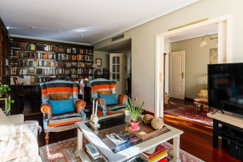 Apartment for sale in Madrid, Spain, 4 bedrooms, 152.00m2, No. 2702 – photo 2
