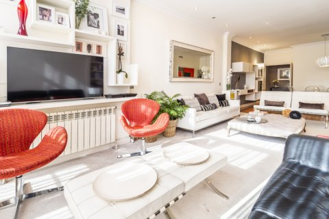 Apartment for sale in Madrid, Spain, 4 bedrooms, 213.00m2, No. 2415 – photo 17