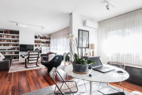 Apartment for rent in Madrid, Spain, 4 bedrooms, 254.00m2, No. 2562 – photo 15