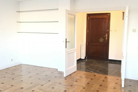 Apartment for rent in Madrid, Spain, 3 bedrooms, 127.00m2, No. 2014 – photo 8