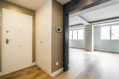 Apartment for sale in Madrid, Spain, 3 bedrooms, 185.00m2, No. 2630 – photo 8