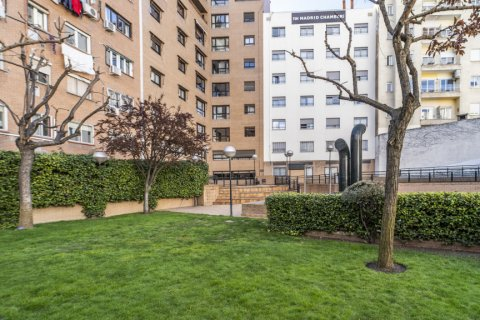 Apartment for sale in Madrid, Spain, 7 bedrooms, 223.00m2, No. 2714 – photo 3