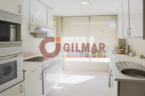 Apartment for rent in Madrid, Spain, 3 bedrooms, 127.00m2, No. 1688 – photo 4