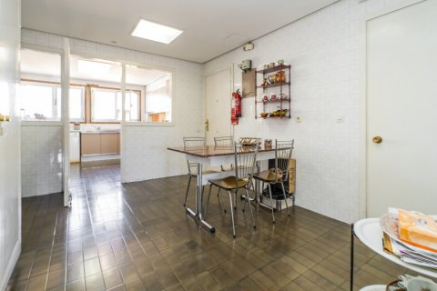 Apartment for sale in Madrid, Spain, 6 bedrooms, 414.00m2, No. 2470 – photo 19