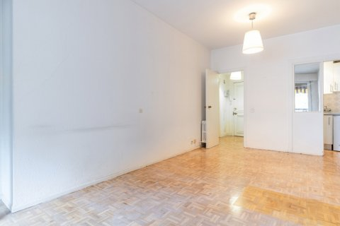 Apartment for sale in Madrid, Spain, 52.00m2, No. 2025 – photo 1