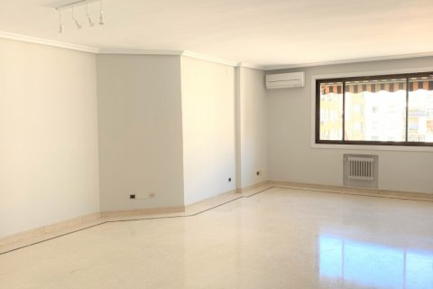 Apartment for rent in Madrid, Spain, 4 bedrooms, 180.00m2, No. 1843 – photo 2