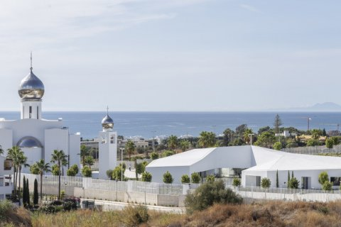 Penthouse for sale in Estepona, Malaga, Spain, 4 bedrooms, 135.00m2, No. 2362 – photo 1