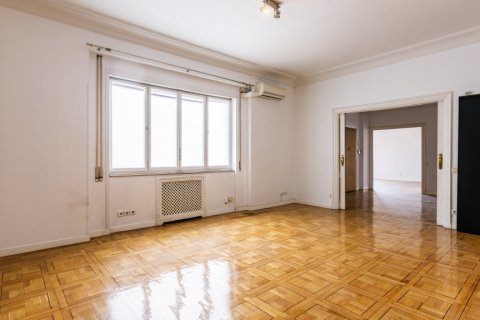 Apartment for sale in Madrid, Spain, 6 bedrooms, 500.00m2, No. 2408 – photo 18