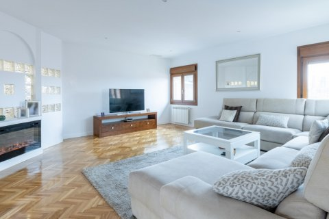 Duplex for sale in Madrid, Spain, 5 bedrooms, 216.00m2, No. 2360 – photo 6