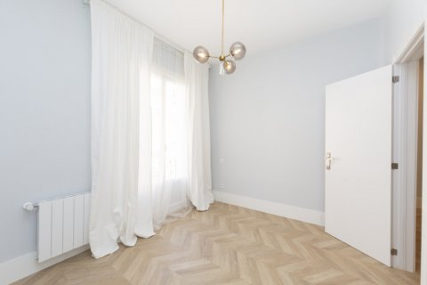 Apartment for sale in Madrid, Spain, 3 bedrooms, 69.00m2, No. 2315 – photo 12