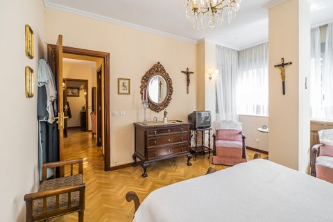 Apartment for sale in Madrid, Spain, 5 bedrooms, 181.00m2, No. 2706 – photo 22