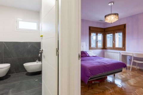 Duplex for sale in Madrid, Spain, 5 bedrooms, 216.00m2, No. 2360 – photo 30