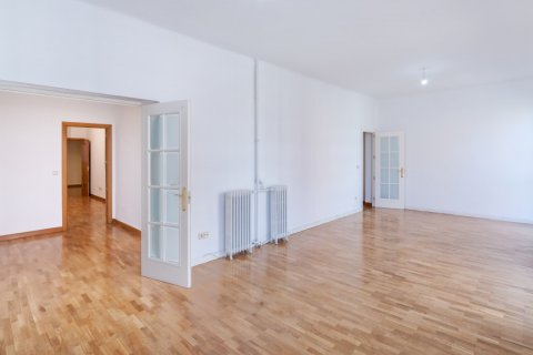 Apartment for rent in Madrid, Spain, 2 bedrooms, 120.00m2, No. 1464 – photo 29