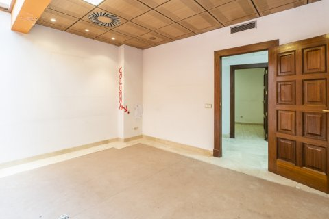 Apartment for sale in Madrid, Spain, 7 bedrooms, 223.00m2, No. 2714 – photo 24