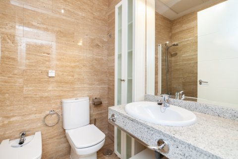 Apartment for rent in Madrid, Spain, 4 bedrooms, 190.00m2, No. 1474 – photo 16