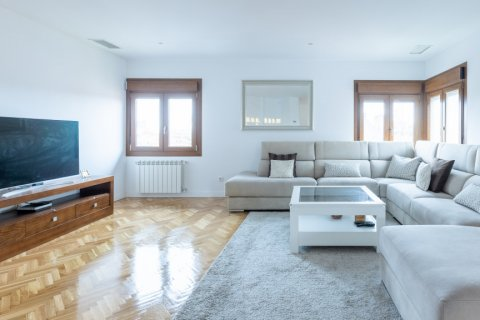 Duplex for sale in Madrid, Spain, 5 bedrooms, 216.00m2, No. 2360 – photo 7