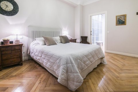 Apartment for sale in Madrid, Spain, 5 bedrooms, 236.00m2, No. 1569 – photo 26