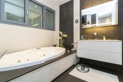 Apartment for sale in Madrid, Spain, 3 bedrooms, 322.00m2, No. 2564 – photo 30