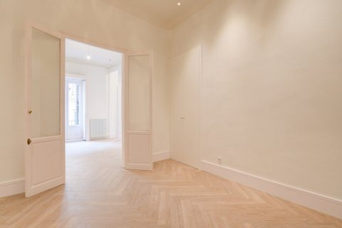 Apartment for sale in Madrid, Spain, 3 bedrooms, 185.00m2, No. 2098 – photo 10