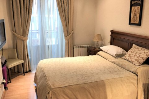 Apartment for rent in Espana, Madrid, Spain, 3 bedrooms, 180.00m2, No. 1639 – photo 12