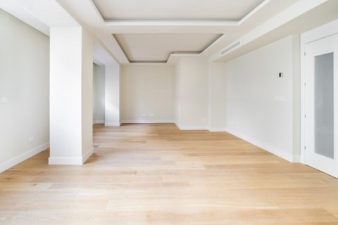 Apartment for sale in Madrid, Spain, 3 bedrooms, 189.00m2, No. 2603 – photo 26