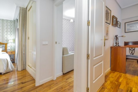 Apartment for sale in Madrid, Spain, 3 bedrooms, 122.00m2, No. 2678 – photo 11