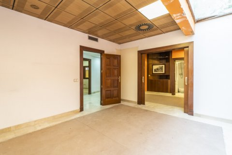 Apartment for sale in Madrid, Spain, 7 bedrooms, 223.00m2, No. 2714 – photo 23