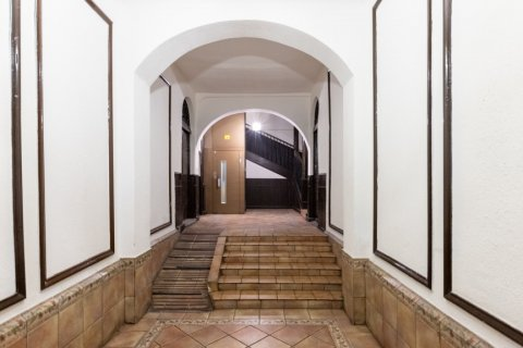 Apartment for sale in Madrid, Spain, 9 bedrooms, 215.00m2, No. 2500 – photo 1