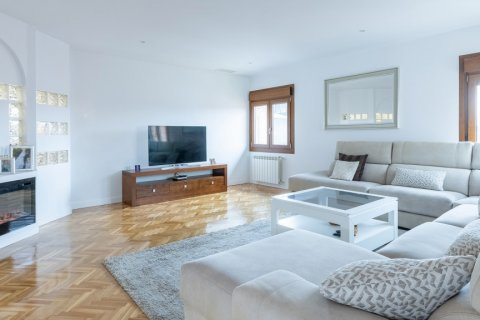 Duplex for sale in Madrid, Spain, 5 bedrooms, 216.00m2, No. 2360 – photo 12