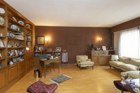 Apartment for sale in Madrid, Spain, 5 bedrooms, 322.00m2, No. 2584 – photo 7