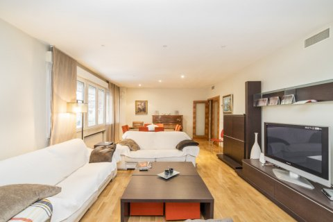 Apartment for sale in Madrid, Spain, 4 bedrooms, 218.00m2, No. 2576 – photo 7