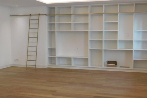 Apartment for rent in Madrid, Spain, 3 bedrooms, 300.00m2, No. 1576 – photo 5