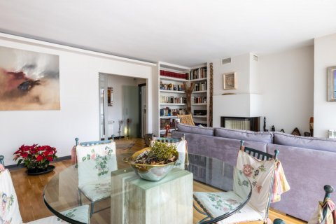 Apartment for sale in Madrid, Spain, 5 bedrooms, 201.00m2, No. 2311 – photo 9
